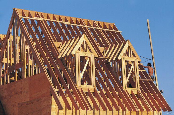 строить фронтон брус